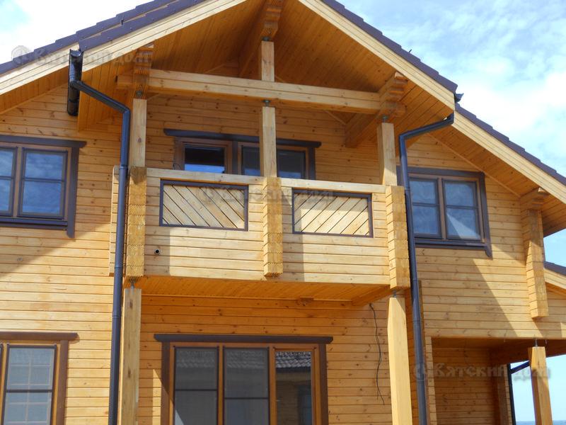 Балконы, лоджии в частных домах из клееного бруса промышленн.